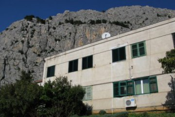 Appartement Bane, Omis